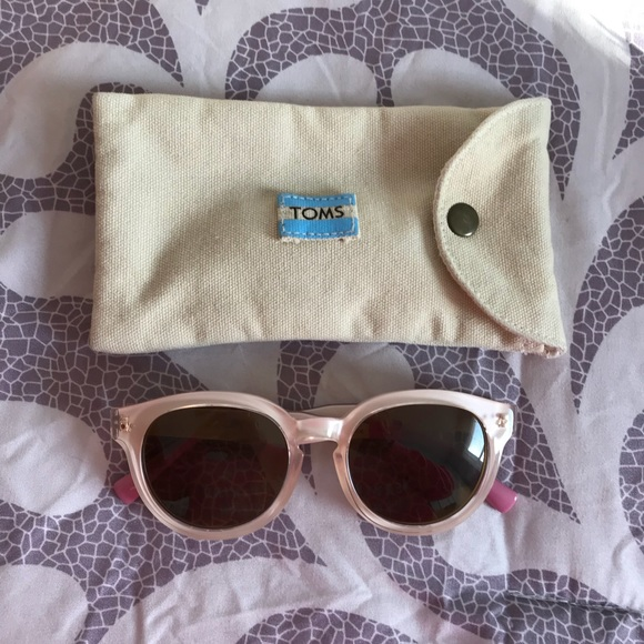 f63ab3d0700e TOMS Bellevue Pink Sunglasses. M 5a5f66e63800c563586f9a9d
